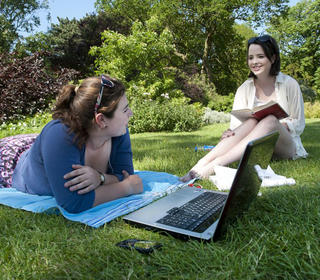 Students studying in University Parks in the sunshine
